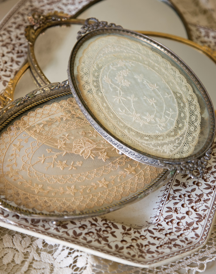 Lace trays