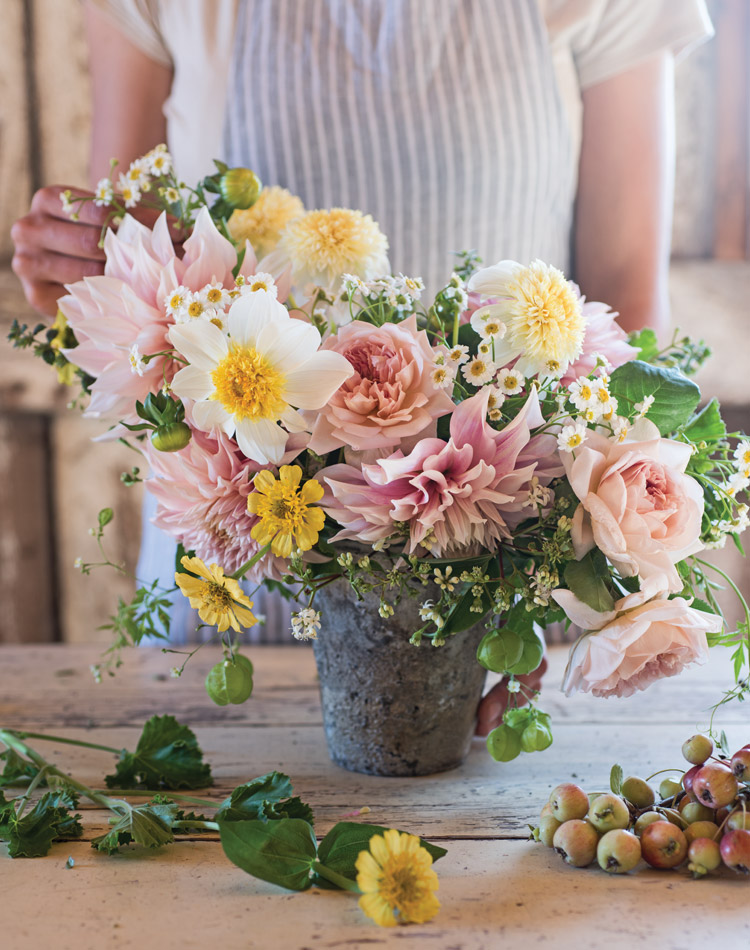 Capture the beauty of the season with this romantic bouquet, created by floral designer Erin Benzakein. Follow Erin's step-by-step instructions on how to assemble this lovely summertime arrangement.