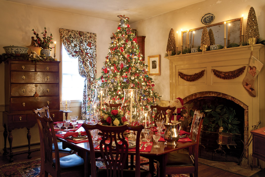 Christmas in a williamsburg wonderland for Home decor centerpieces
