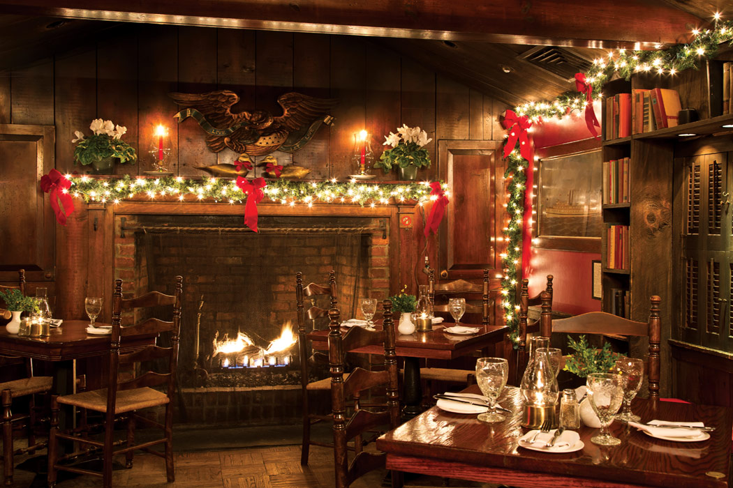 Best Christmas Decorations In Northern Nj : Splendid connecticut inns at christmas victoria magazine