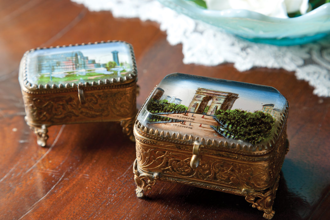 In admiring the artistic handiwork of Grand Tour souvenir boxes, it is almost possible to imagine a genteel figure removing her most precious jewelry from the keepsake as she adorns her finery in preparation for an elegant repast.