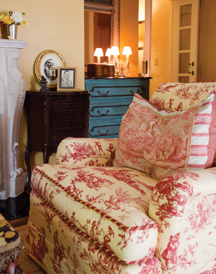 toile de jouy victoria magazine. Black Bedroom Furniture Sets. Home Design Ideas