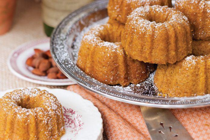 Miniature Pumpkin-Spice Cakes