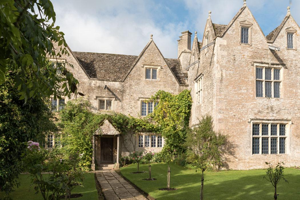 Uncommon Threads: Kelmscott Manor