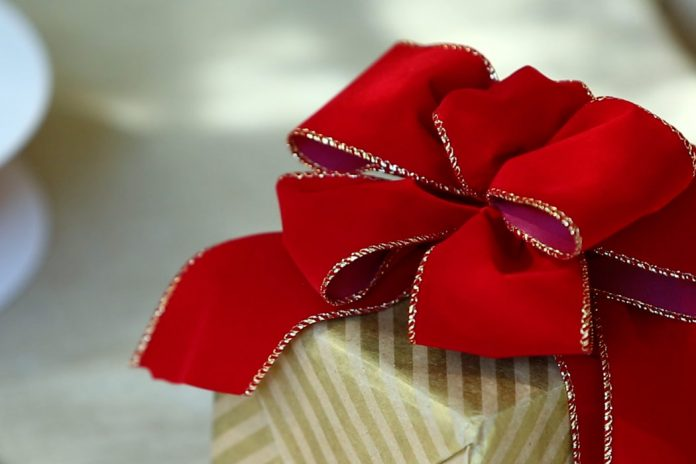 Present Perfect: How to Tie an Exquisite Bow
