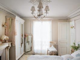 An Alabaster Maison